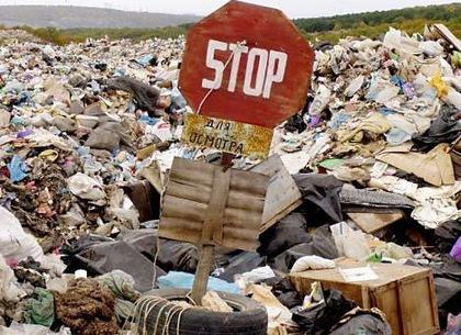 Закарпатських чиновників продовжують штрафувати за неприбране сміття
