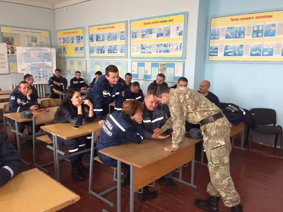 Закарпатських рятувальників навчали тактичній медицині (ФОТО)