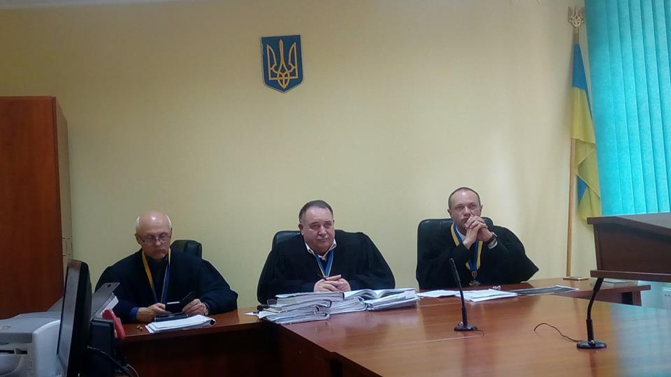 Львівський апеляційний суд відмовив закарпатській чиновниці, яка не поважає прапор України