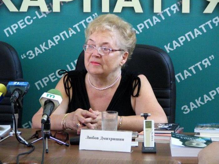 Закарпатська письменниця з Америки презентує в Ужгороді дві свої книжки