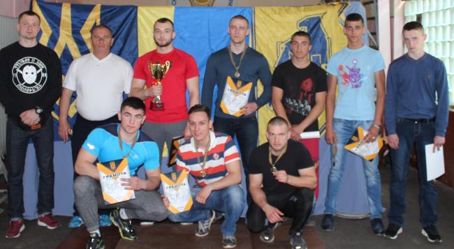 В Хусті пройшли змагання з «народного жиму» та армреслінгу