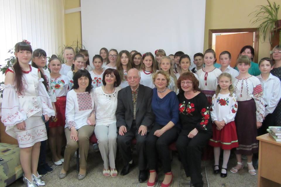 """Ужгородські школярі побували в атмосфері """"казкового"""" спілкування (фото)"""