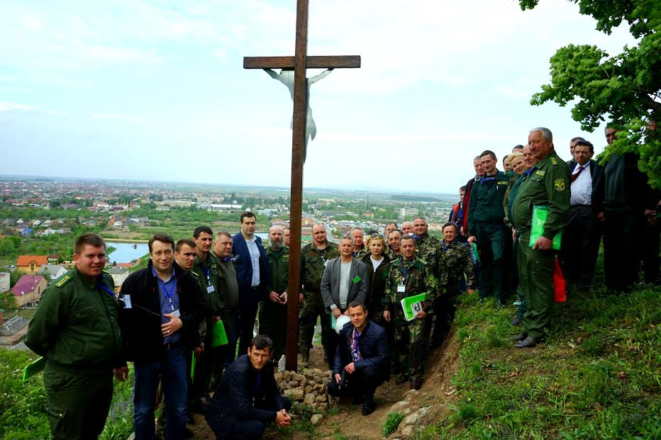 Лісівники Виноградівщини облаштували Хресну дорогу на Чорну гору
