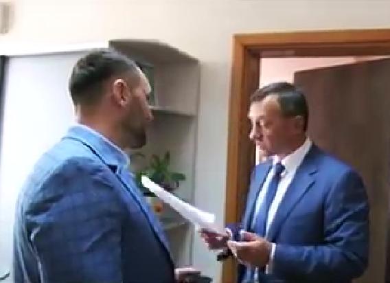Як Михайло Чурило реєстрував проекти про відставку керівництва Ужгородської міськради (відео)