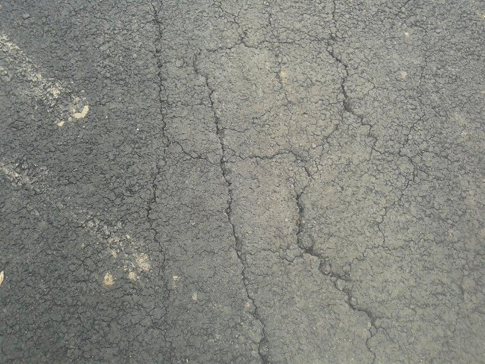 """В Ужгороді """"поплила"""" дорога двотижневої давності (фото)"""