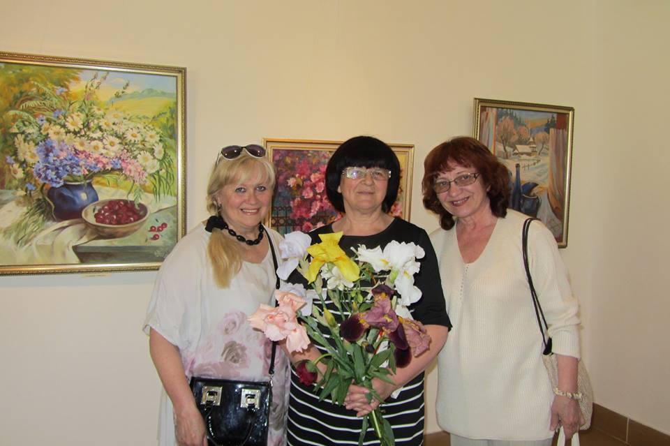 В Ужгороді відкрилася ювілейна виставка картин Марії Митрик (фото)