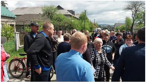 """На Перечинщині """"білі"""" люди повстали проти варварських рубок особами ромської національності (відео)"""