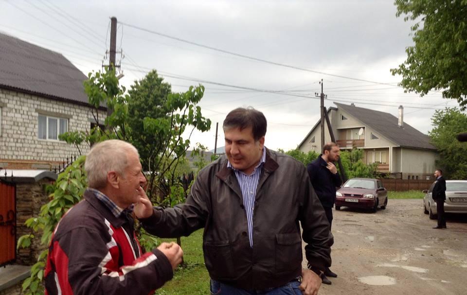Саакашвілі зустрівся з мешканцями закарпатської Тересви (фото)
