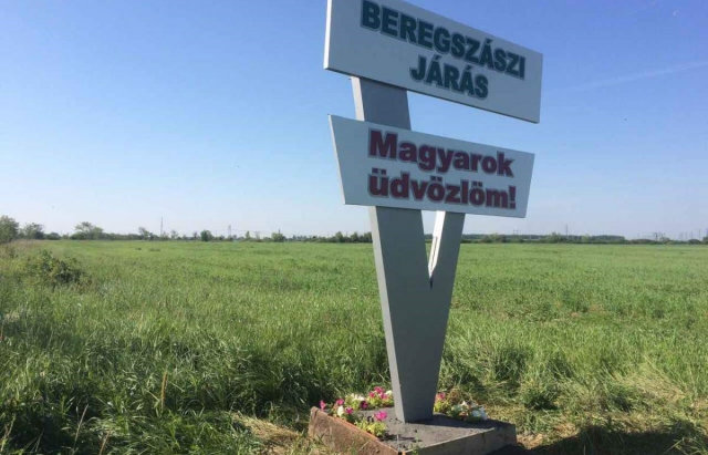 Демократична спілка угорців відмежувалася від провокативних знаків на Закарпатті