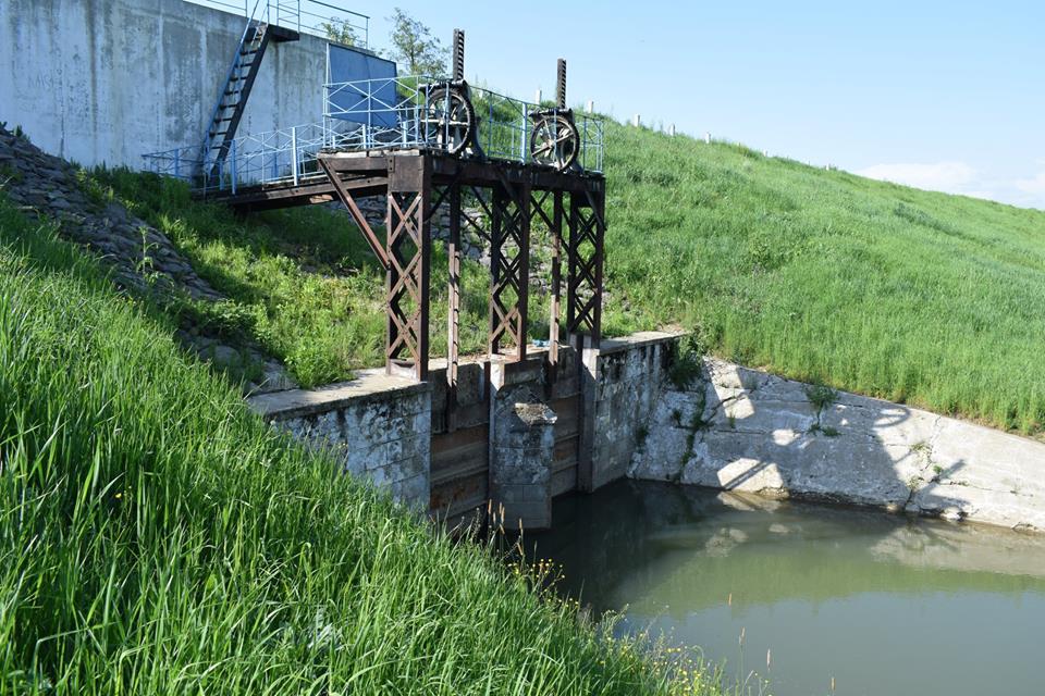Сморід каналу Верке змусив міського голову Берегова зробити заяву (документ)