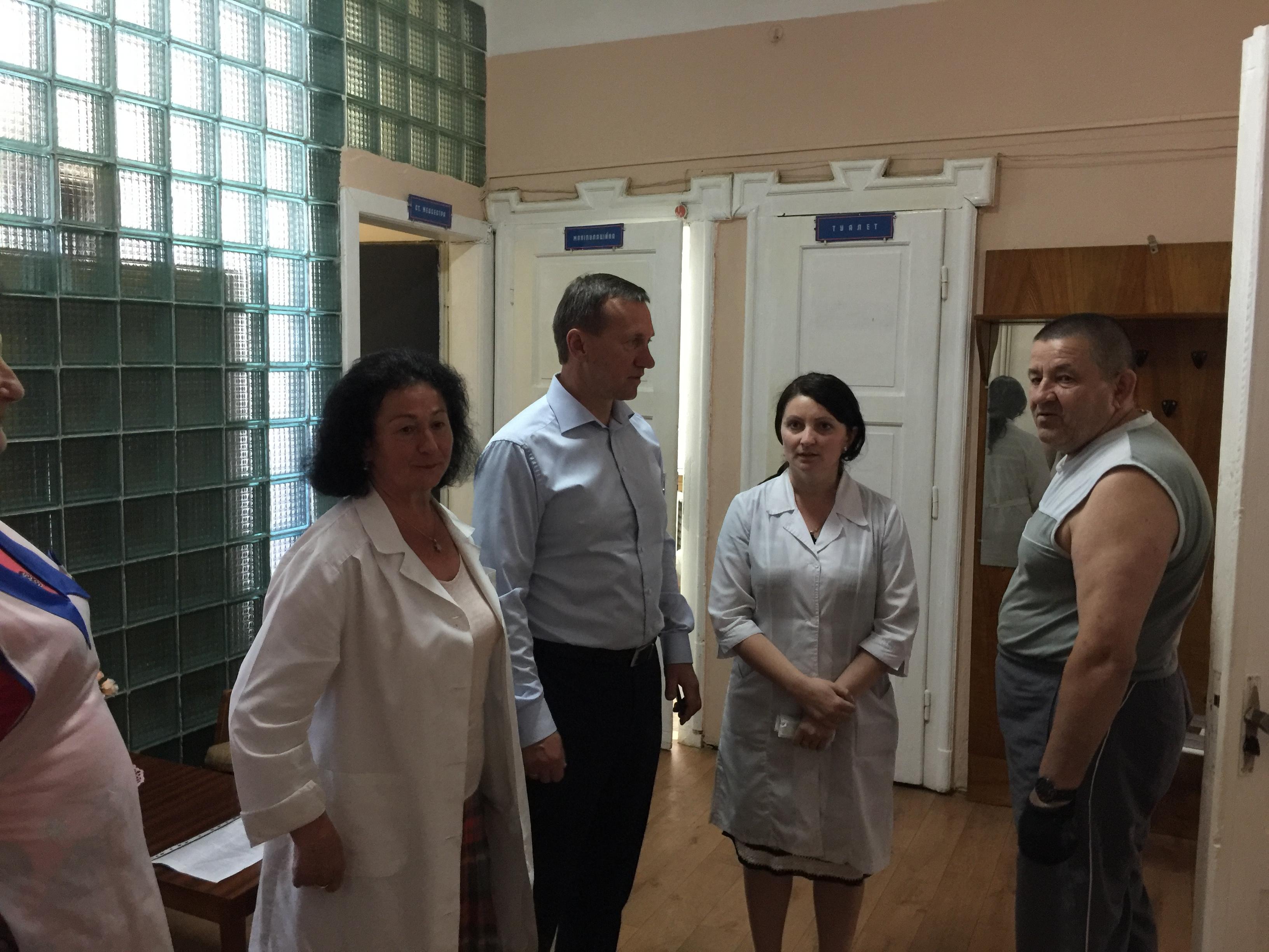 Мер Ужгорода пообіцяв ліквідувати ремонтні жахи місцевого психдиспансеру (фото)
