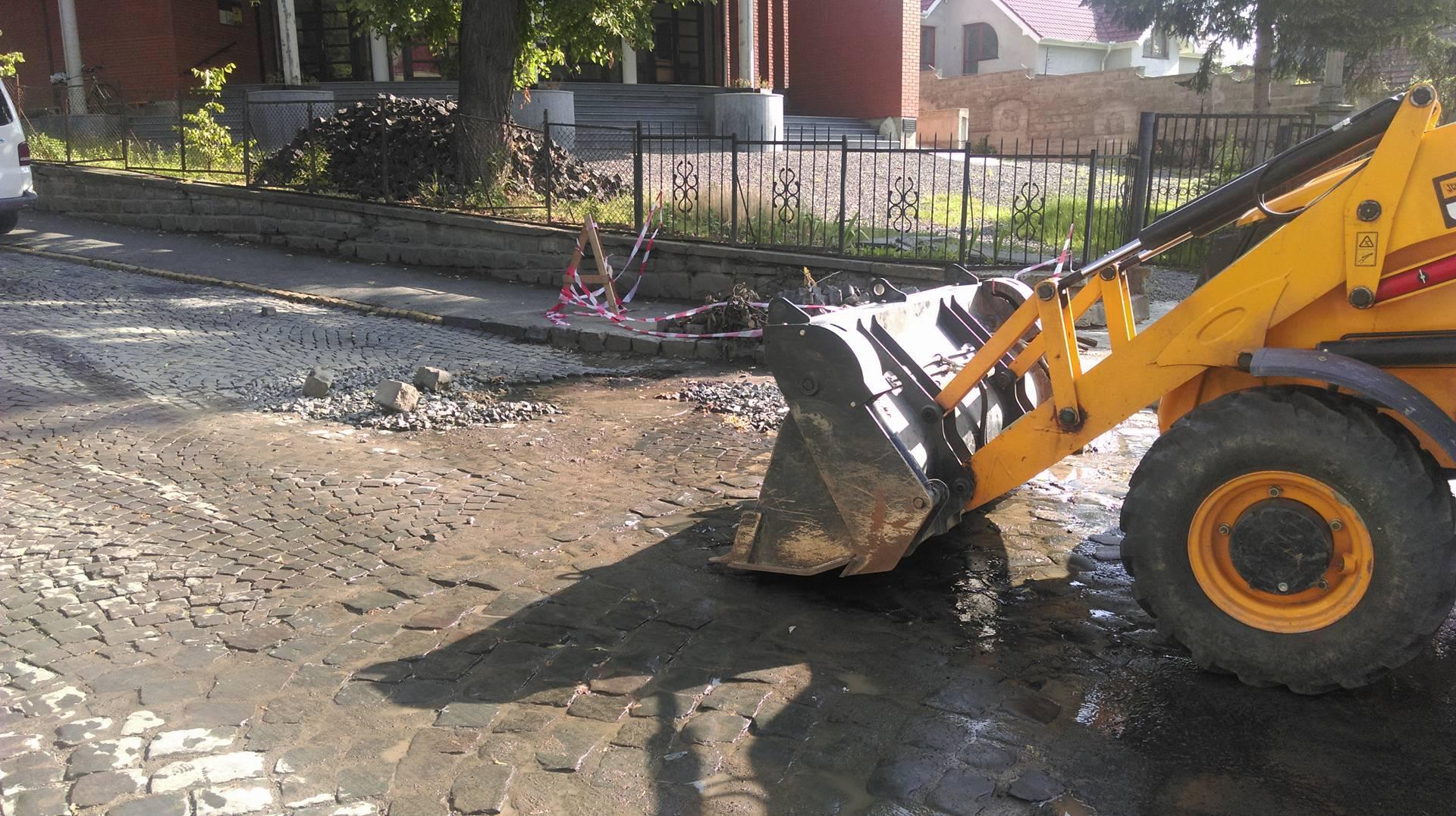 В Ужгороді – чергова аварія на водогоні (ФОТО)