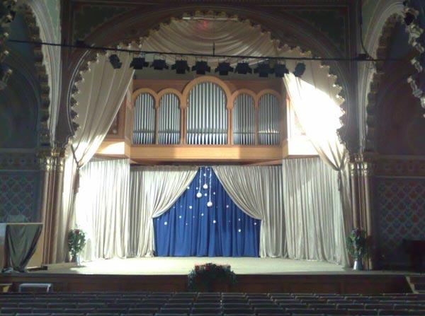 """Закарпатська обласна філармонія запрошує надихнутися святковою атмосферою на концерті """"Нappy New Year"""""""