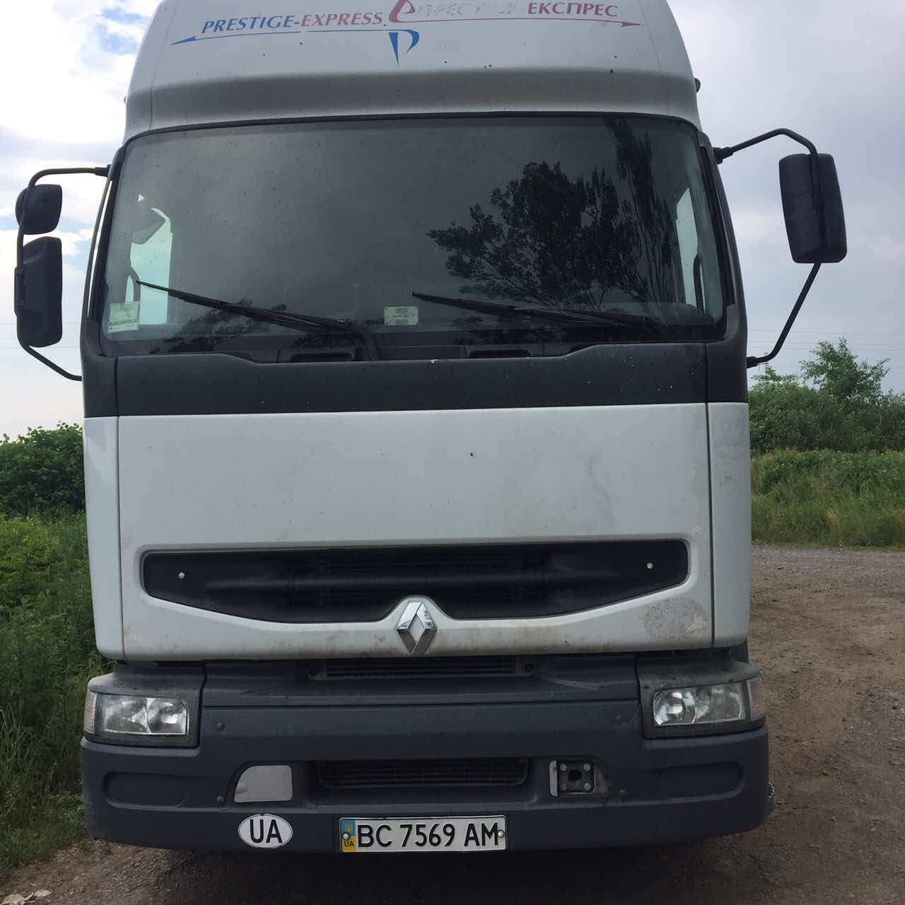 На Закарпатті затримали «нелегальну» львівську вантажівку зі сміттям, її під супроводом поліції відправлять назад (ФОТО)