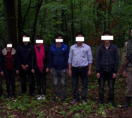 На кордоні з Угорщиною закарпатські прикордонники затримали 6 нелегалів