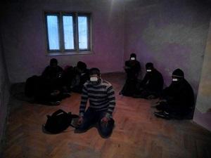 Правоохоронці виявили в оселі жителя Малого Березного сімох нелегалів