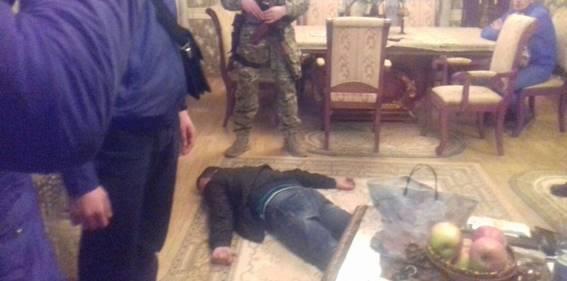 Прокурор Закарпатської області повідомив про підозру депутату сільради, який організував масштабне виробництво та збут фальсифікованого алкоголю