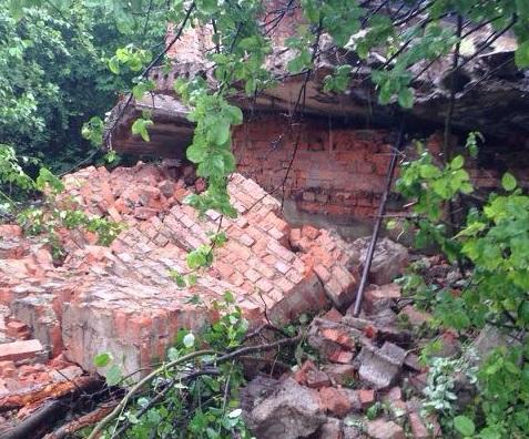 Один із постраждалих від падіння залізобетонної плити в Мукачеві – помер у лікарні (ФОТО, ВІДЕО)