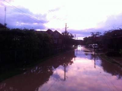 На Закарпатті через сильні зливи підтоплено підвали та сільгоспугіддя