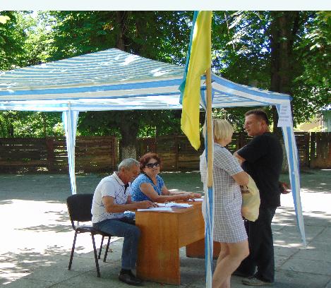 За день мешканці Чопа зібрали тисячу підписів на підтримку заарештованого мера Валерія Самардака