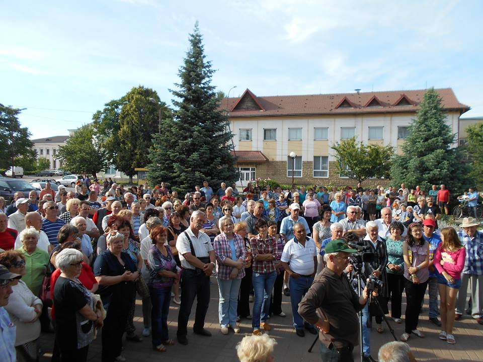В Чопі зібрали більше двох тисяч підписів на підтримку заарештованого мера Самардака (відео)