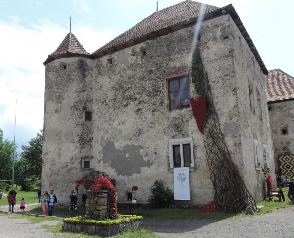 В закарпатському замку Сент-Міклош пройде масштабний фестиваль квітів