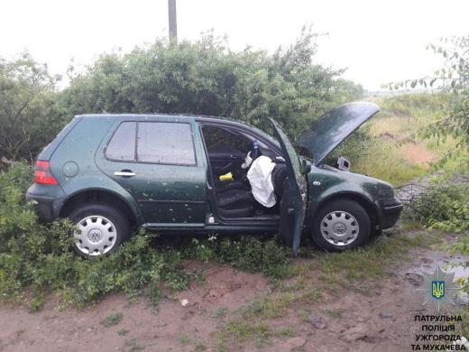 Після тривалої погоні з пострілами ужгородські патрульні затримали викрадача авто (ФОТО)