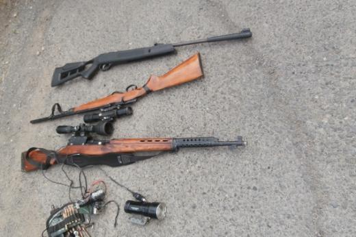 У автомобілі закарпатця виявили цілий арсенал зброї