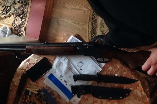 На Тячівщині правоохоронці вилучили в чоловіка зброю