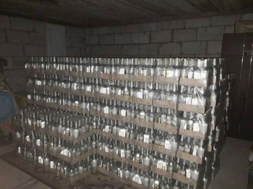 Мешканці Закарпаття та Львівщини організували виробництво та збут фальсифікованого алкоголю (ФОТО)