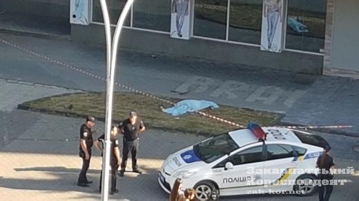 В Ужгороді випала з балкону літня жінка
