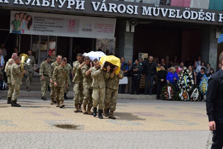 В Берегові поховали бійця 15-го бату Володимира Бричака (фото)