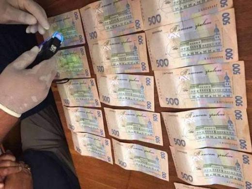 Ще одного медика-хабарника затримали на Закарпатті (ФОТО)