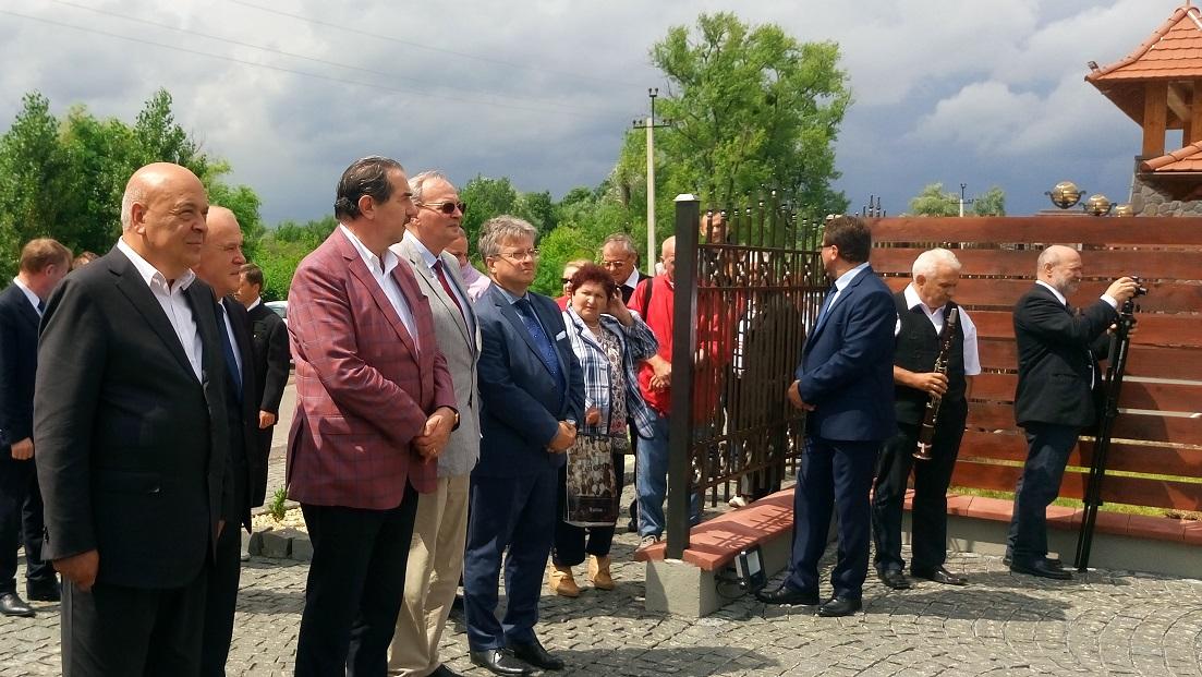 У Берегові відкрили пам'ятний знак видатному закарпатському вченому Тиводару Легоцькому