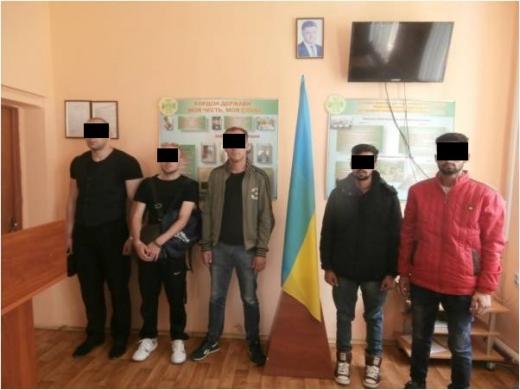 На Берегівщині прикордонники затримали нелегалів разом з переправниками