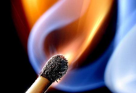 Чоловік розпалив вогнище на балконі 4-поверхівки у Сваляві