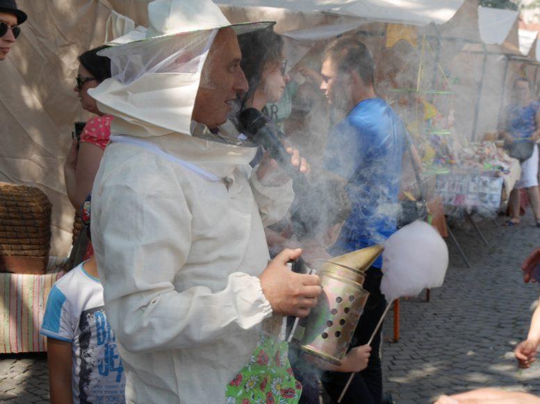 """В Ужгороді триває """"Медовий Спас"""" (фото)"""
