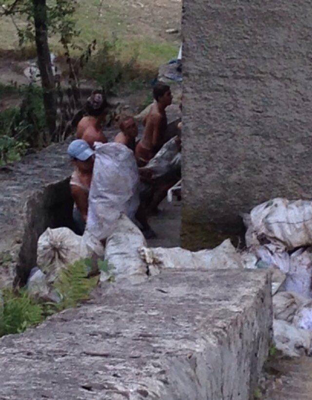 Із Вільшанського водосховища вибрали півтора тисячі мішків пластикового сміття мешканців Міжгірщини (фото)