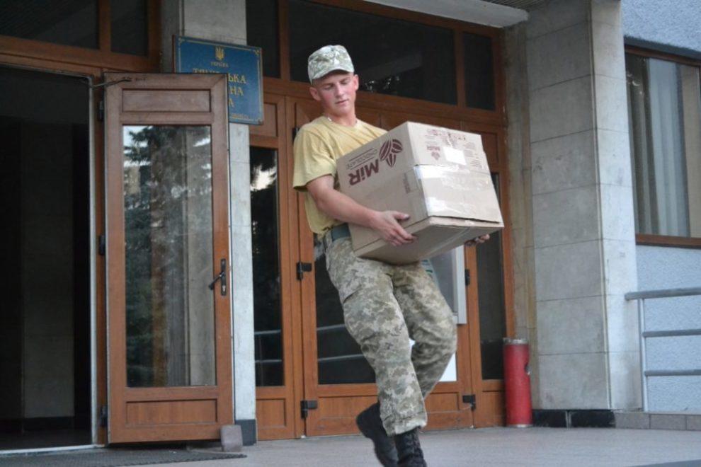Майже чотири тони питної води та продуктів харчування з Тячівщини відправлено в зону АТО (фото)