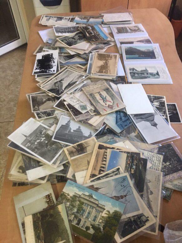Закарпатські митники вилучили старовинні листівки (фото)