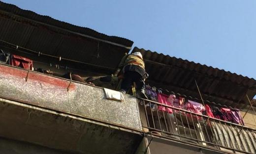 Ужгородські рятувальники попередили падіння 2-річного хлопчика з балкона