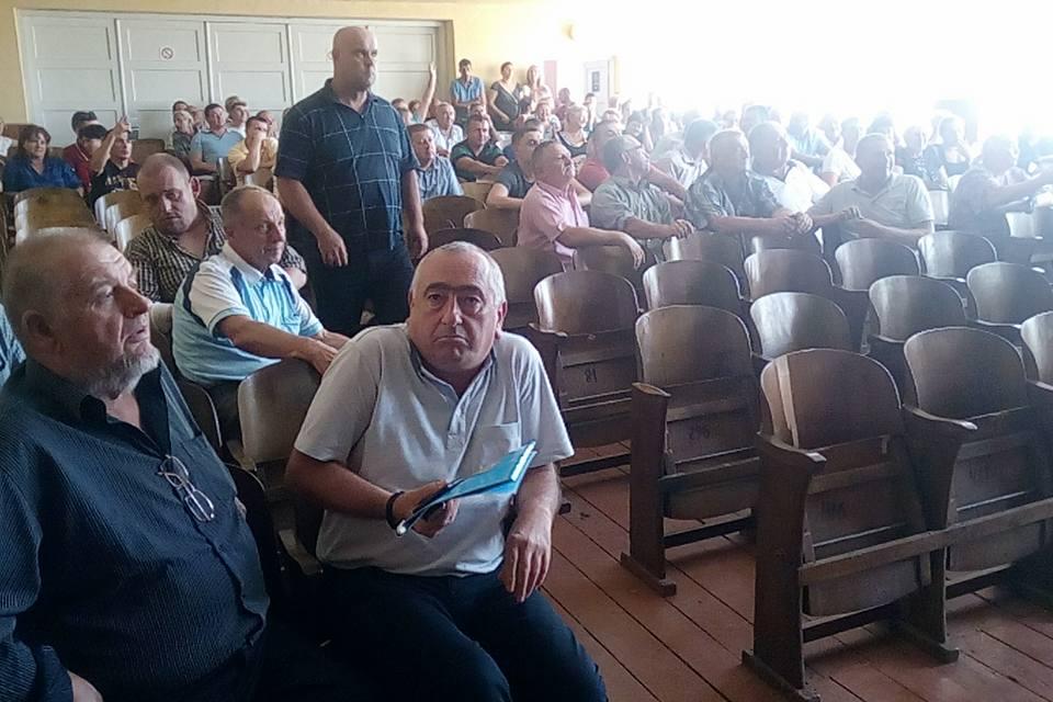 """На Тячівщині Бедевля проголосувала за """"живі гроші"""" і дорогу на кладовище (відео)"""