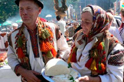 """Закарпатців та гостей краю запрошують до Рахова на """"Гуцульську бриндзю"""""""