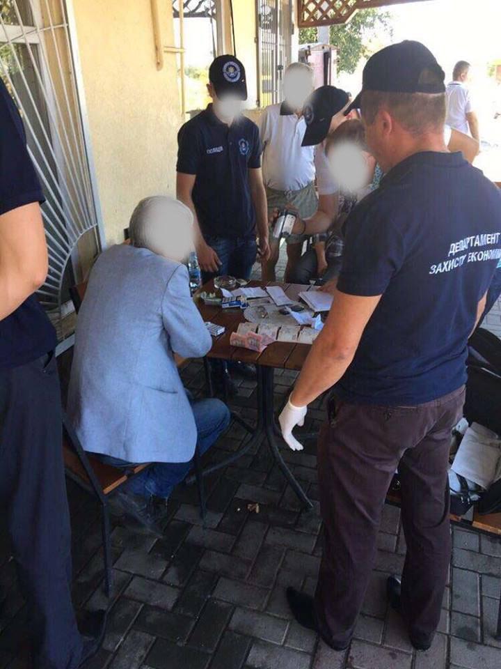 Затримано при одержанні чергової частини хабара керівника Тячівського РЕМ (ФОТО)