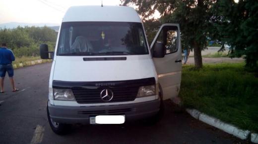 Через пункт пропуску «Ужгород» намагалися ввезти до України мікроавтобус, змінивши на ньому номерні знаки
