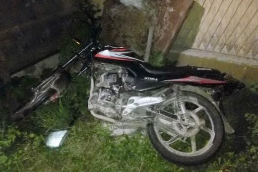 """На Рахівщині нетверезий мотоцикліст не впорався із залізним """"конем"""" і потрапив до реанімації"""