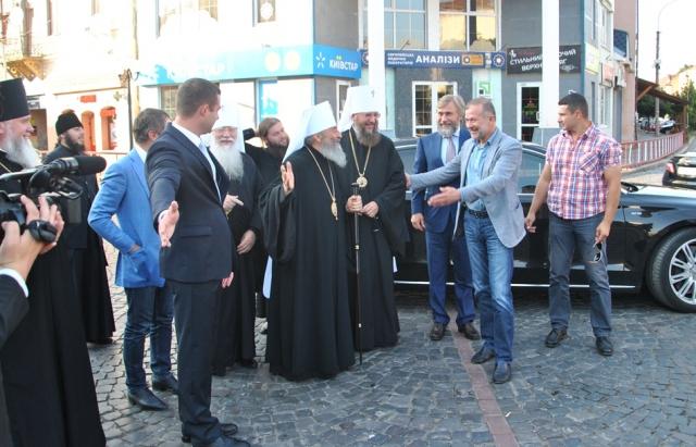 Балога та Новинський разом з Предстоятелем УПЦ Московського патріархату Онуфрієм зробили фотосесію в Мукачеві (фото)