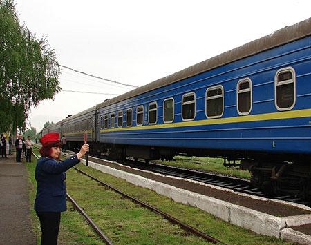 Харківський та запорізький потяги зупинятимуться у Волівці