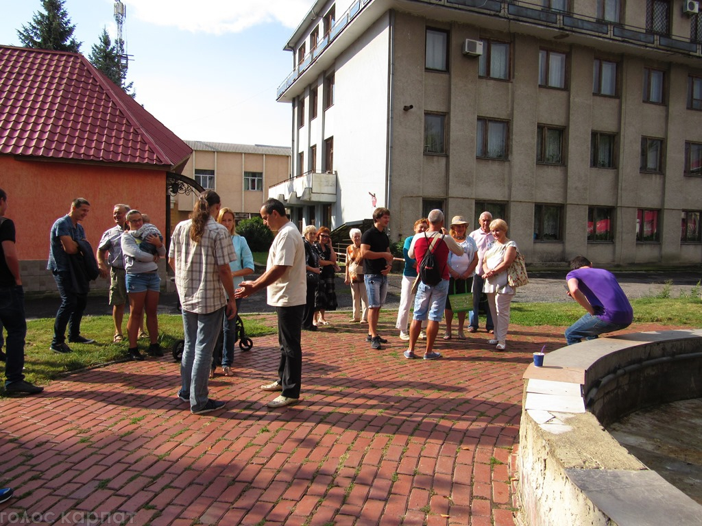 В Мукачеві продовжать протестну акцію проти продажу Спорткомплексу ДЮСШ