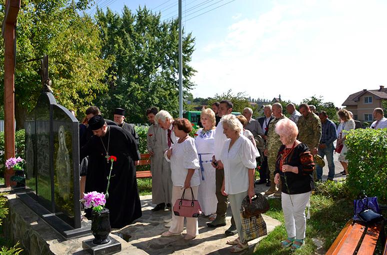 У громадському відзначенні Дня незалежності України в Ужгороді взяли участь представники духовенства, атовці та інтелігенція (фото)